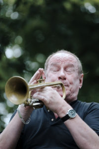 England, Birningham, 16-07-16 Birmingham and Solihull Jazz and Blues Festival. The first weekend of the Birmingham and Solihull Jazz and Blues Festival gets under way with 75 shows on the first weekend. The festival runs from July 15th to the 24th. Information 0121 454 7020, admin@bigbearmusic.com Festival patron Digby Fairweather and the chase jazzmen play in the sun at Bournville Village Green. © Photo Merlin Daleman